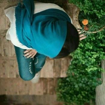 عکس دخترانه زانوی غم بغل گرفته