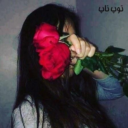 عکس دختر با دسته گل رز بزرگ