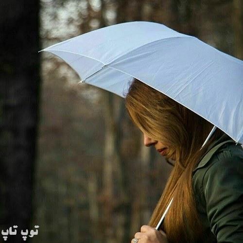 عکس پروفایل پاییزی و چتر بدست با حالتی غمگین