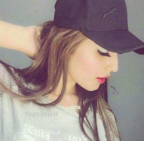 دختر خوشگل خارجی با کلاه نقاب دار برای نشر در اینستاگرام
