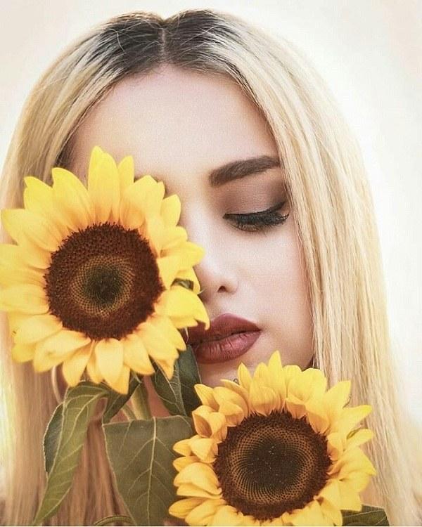 ژست عکس دخترانه با گل آفتابگردان