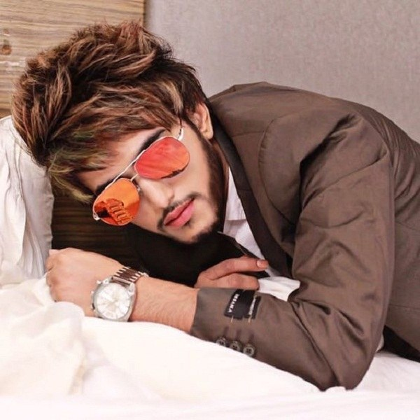 عکس پسرانه با عینک و موی زیبا برای پروفایل