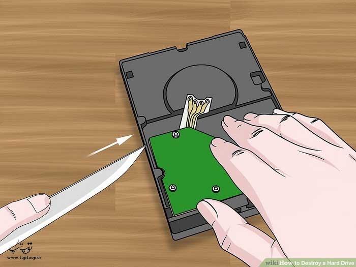 با چاقوی تیز هارد دیسک را سوراخ کنید