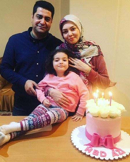 عکس آزاده نامداری کنار همسر و دخترش