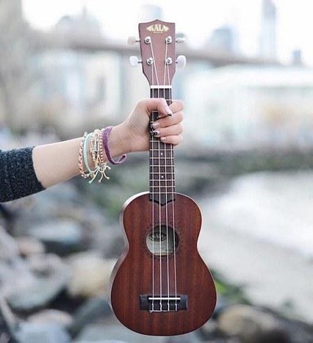 عکس گیتار برای پروفایل دخترانه