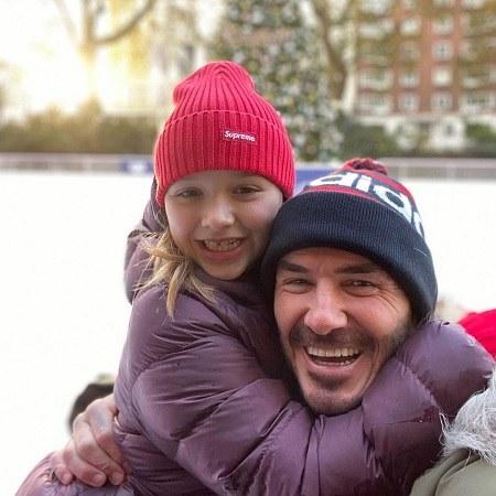 عکس دیوید بکهام بغل دخترش
