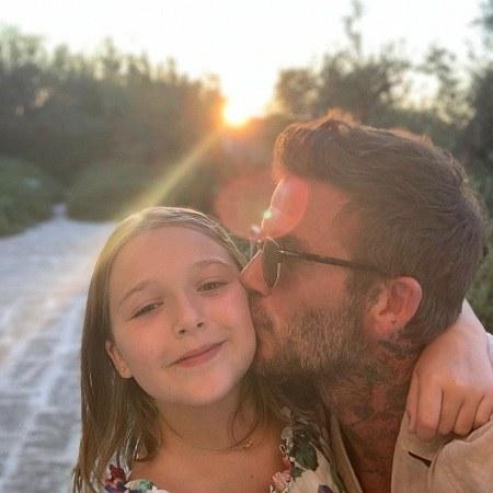 عکس بوسه ی دیوید بکهام به دخترش