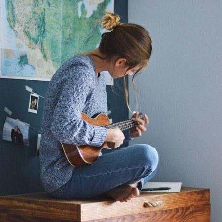 عکس دخترانه گیتار برای پروفایل