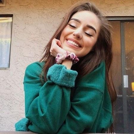 عکس دختر معمولی و شاد دخترانه برای پروفایل