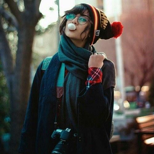 دخترونه با تیپ لی و کلاه قرمز