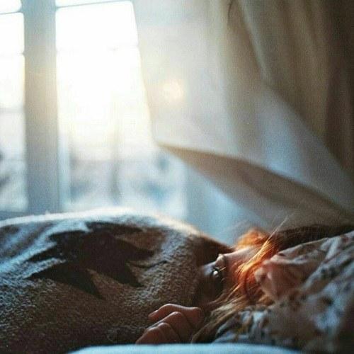 پروفایل دخترونه در حال خوابیدن
