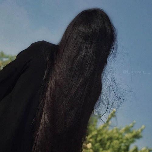 پروفایل دخترونه موی بلند ، سیاه و لخت از پشت سر