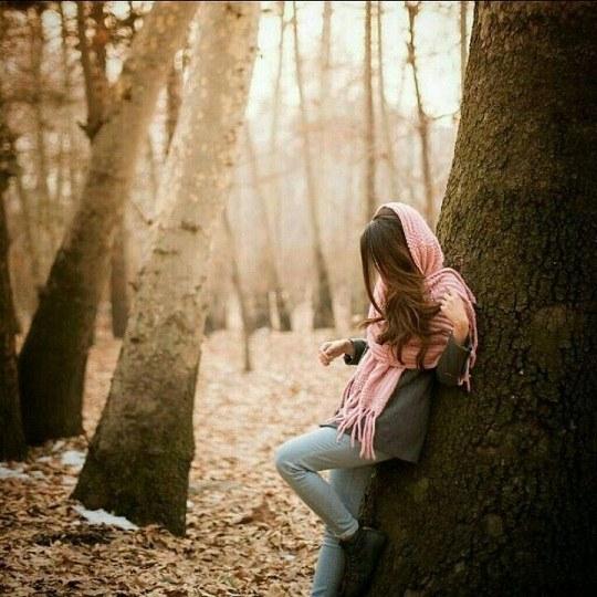 عکس دختر ایرانی تکیه داده به درخت داره غصه میخوره واسه پروفایل