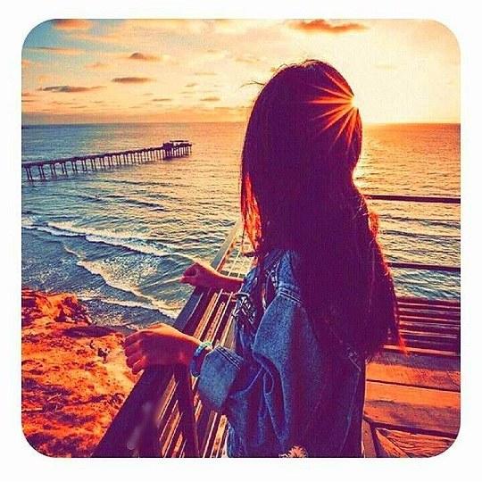 عکس دخترونه در منظره غروب آفتاب