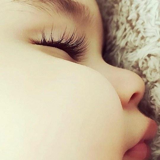 عکس از لپ سفید و درشت یه نوزاد برای پروفایل