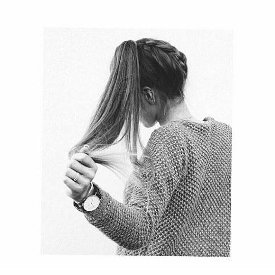 تصویری از یک دختر معمولی با موهای باز واسه پروفایل