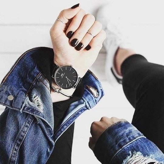 عکس دست که ساعت توشه