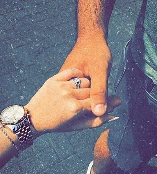 عکس مردی که دست دوست دخترشو گرفته مناسب واسه پروفایل