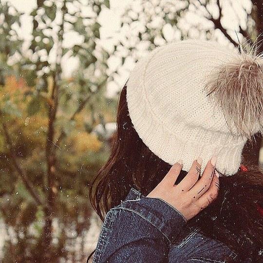 عکس پروفایل دخترونه در هوای سرد با کلاه زمستونی