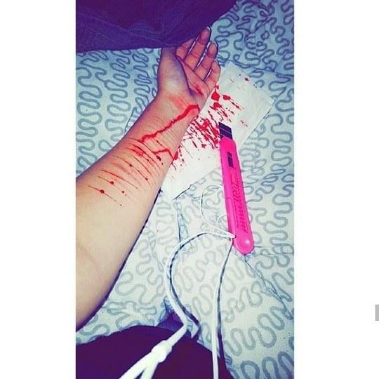 عکس پروفایل خودکشی با تیغ دخترونه