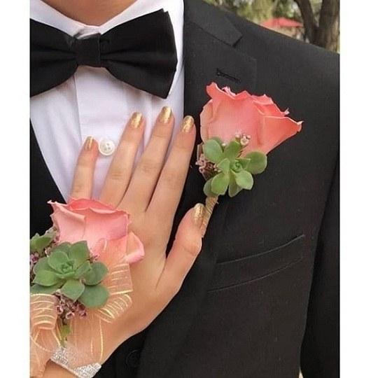 عکس دست زن روی سینه ی مرد واسه پروفایل دخترانه
