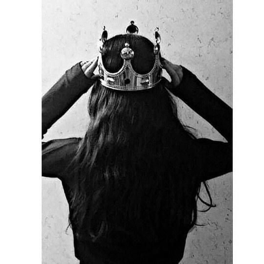 عکس دختری که تاج گذاشته باشه روی سرش
