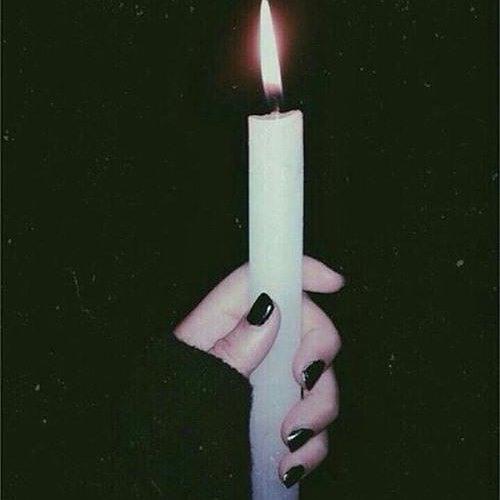 عکس دخترانه شمع بدست
