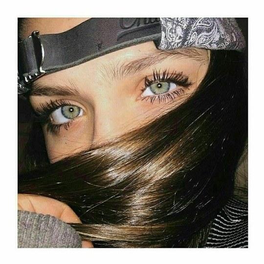 عکس از دختری که چشماش سگ داره