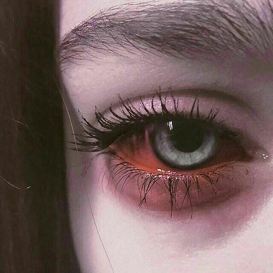 غمگین ترین تصویر دخترونه برای پروفایل با چشم های قرمز و پف کرده