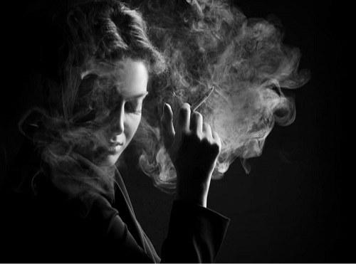 عکس پروفایل دختر ایرانی سیگاری با متن خیلی غمگین