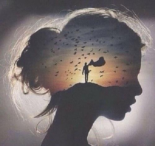 عکس پروفایل هنری از دختری که نیم رخ هست