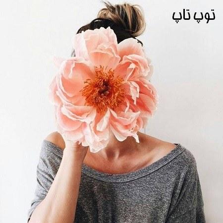 دختری که دسته گل را جلوی صورتش گرفته