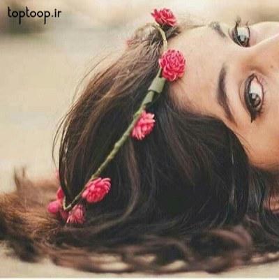 دختری که دراز کشیده
