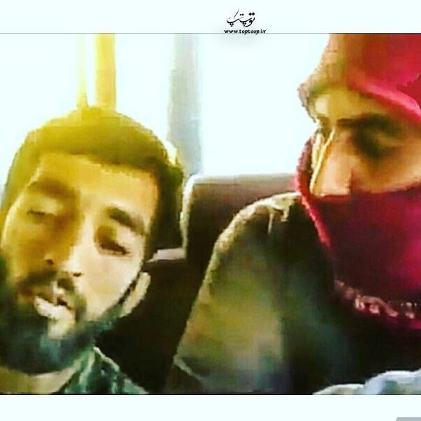 عکس لحظه ی نشستن محسن حججی در ماشین داعشی