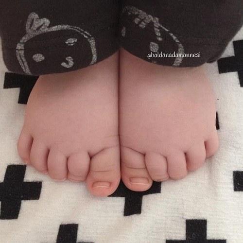 عکس پاهای قشنگ نی نی دختر