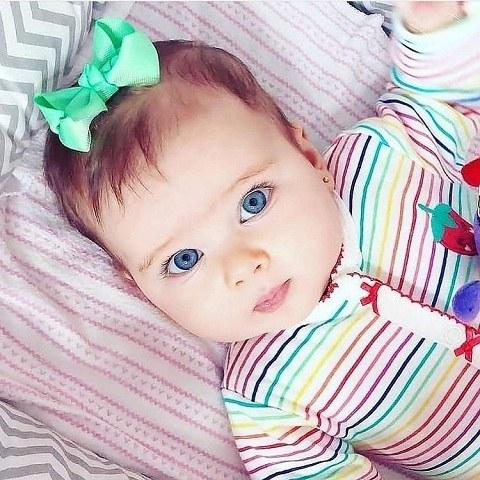 عکس دختر بچه خیلی خوشگل چشم آبی