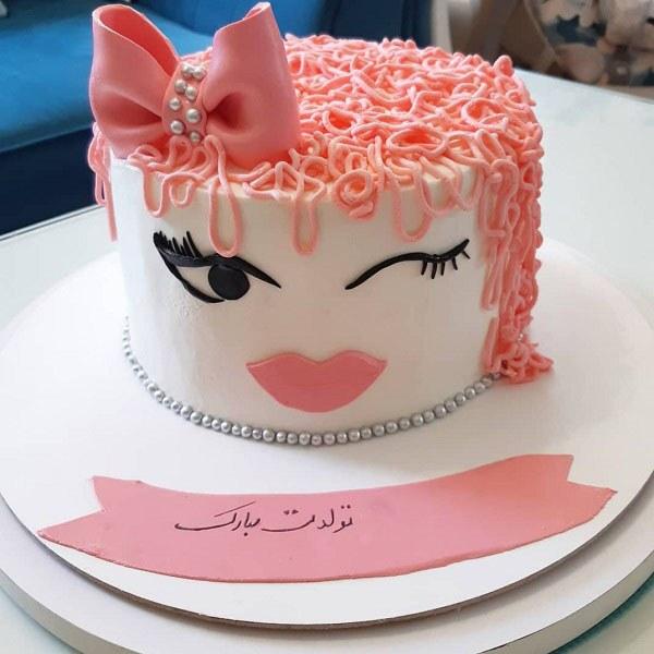 عکس یه کیک تولد دخترانه از زاویه های مختلف