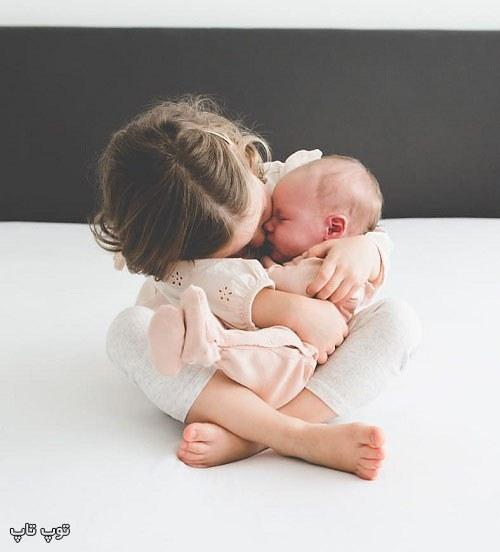 عکس نی نی خوشگل تو بغل خواهر بزرگترش