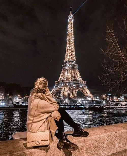 عکس پروفایل دختر تنها کنار برج ایفل