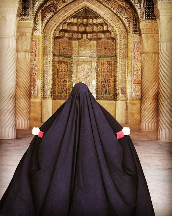 دختر ایرانی با چادر سیاه
