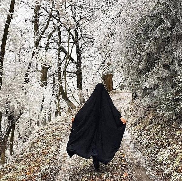 عکس دختر چادری در فصل زمستان