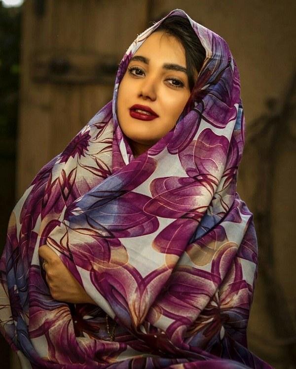 ژست عکس دختر چادری