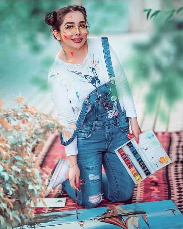 عکس ژست دخترانه با لوازم هنری و نقاشی