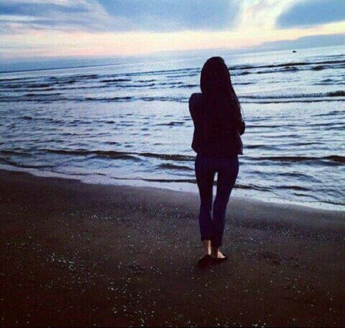 پروفایل دختر کنار غروب دریا
