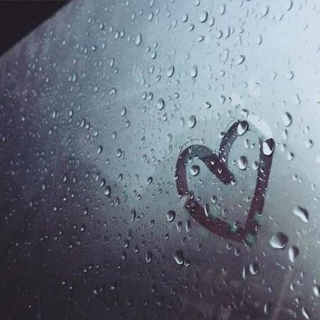عکس باران از پشت شیشه