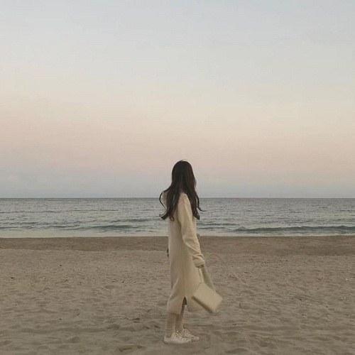 پروفایل دختر و دریا