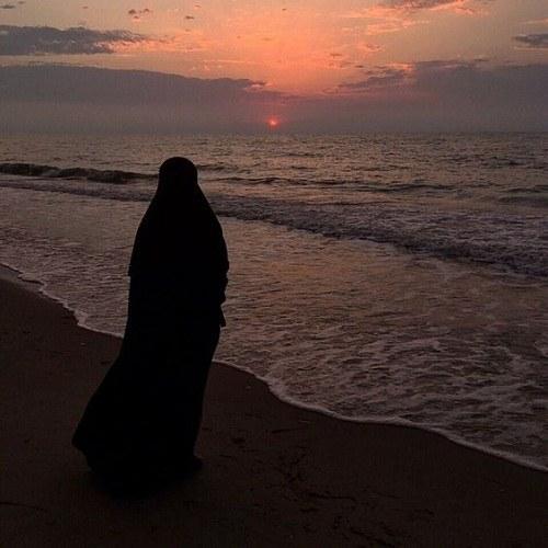 عکس پروفایل دختر چادری کنار دریا