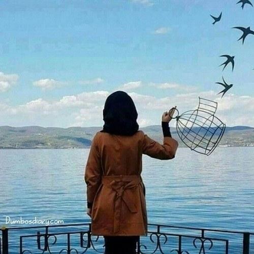 عکس دختر لب دریا کنار پرنده ها