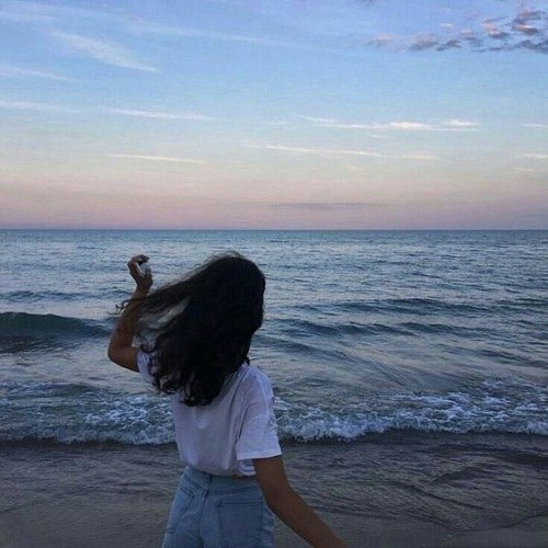 عکس پروفایل دختری کنار دریا