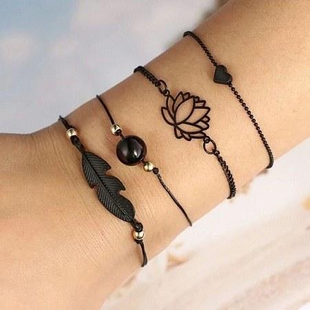 عکس دستبند دخترانه دست ساز مشکی
